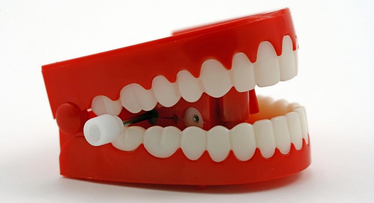 чём картинки про вставные зубы проходящем
